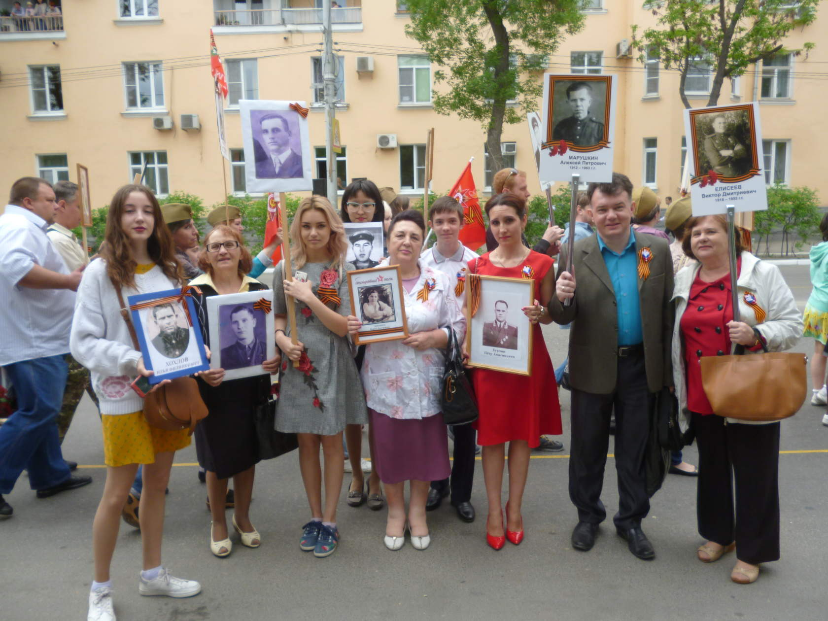 Фотография студентов со дня победы